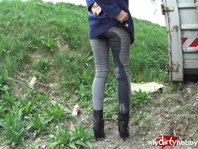 video-kak-zhenshini-opisalis-v-shtanishki