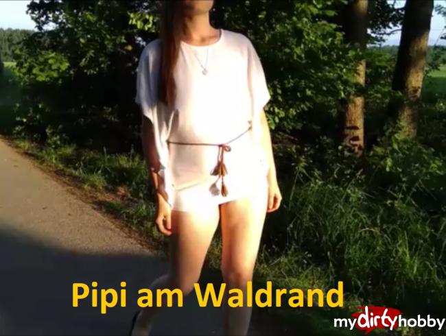Pipi am Waldrand
