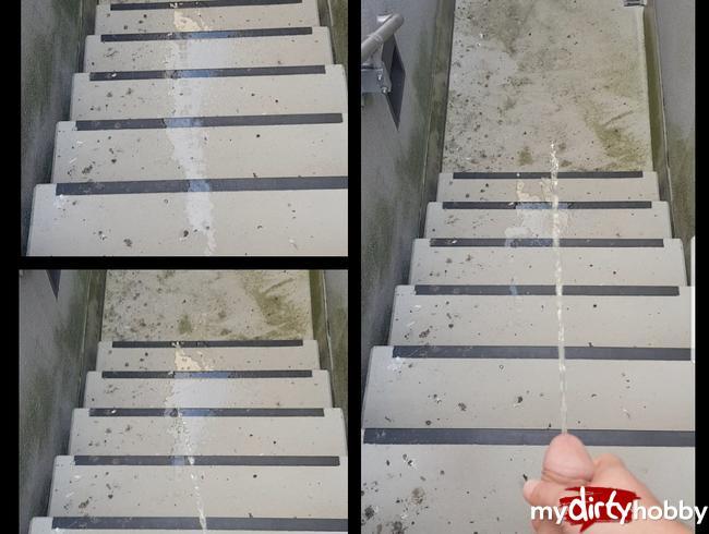 Im Parkhaus die Treppe vollgepinkelt