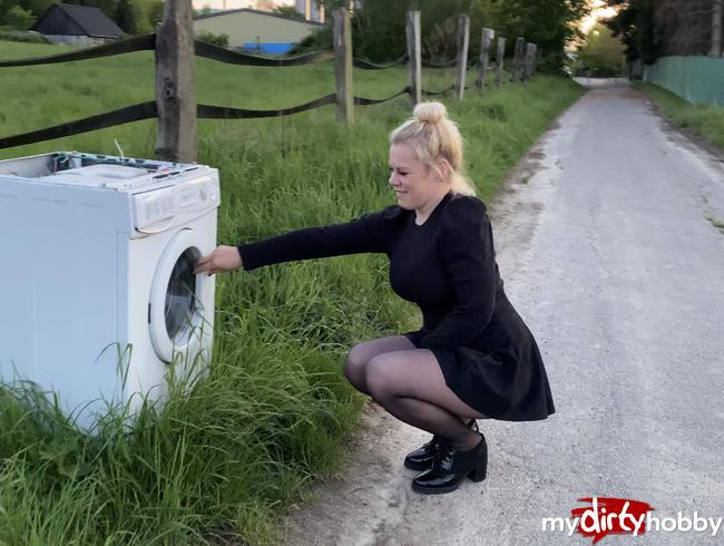 Dreist in die abgestellte Waschmaschine gepisst