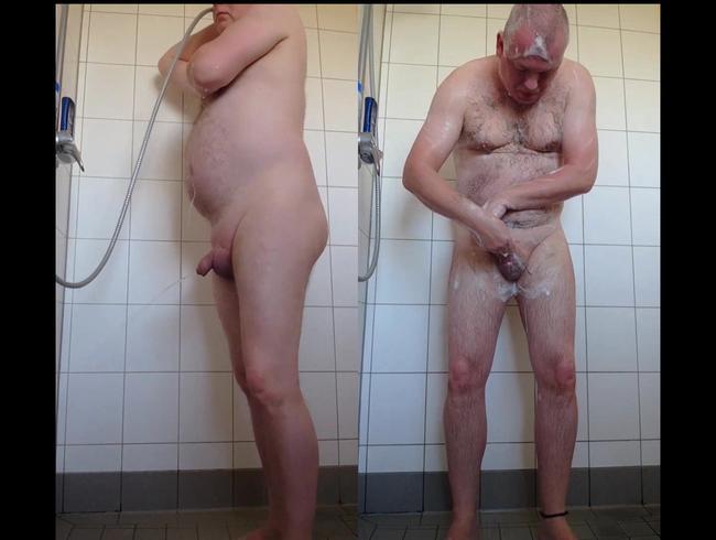Morgens Allein in der Dusche