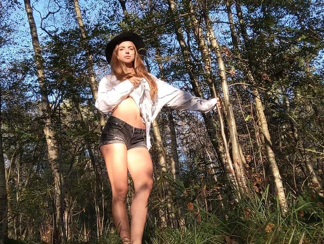 Strip Piss im Wald